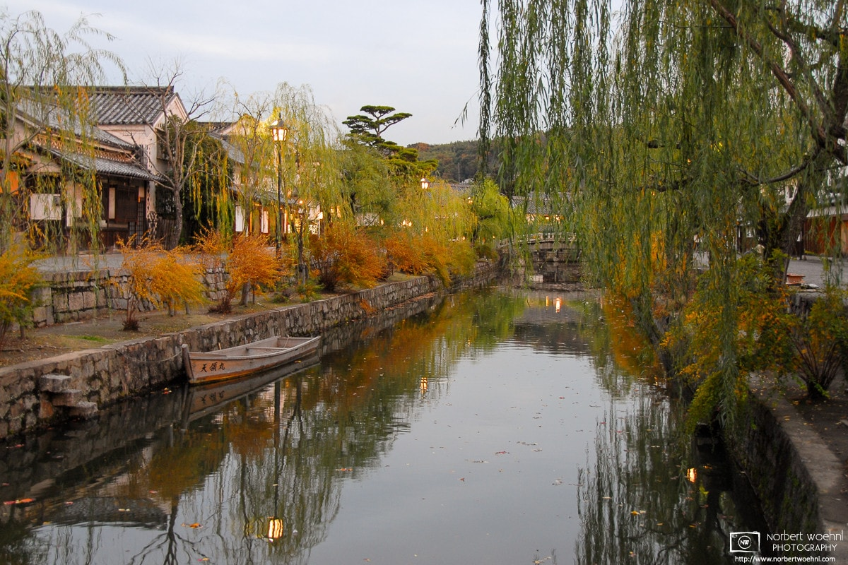 An autumn impression from the Bikan District in Kurashiki (倉敷), a historic town in Okayama Prefecture, Japan.
